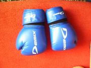Боксерские перчатки и кимано
