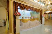 Свадебное украшение ресторана(цветы,  ткани)